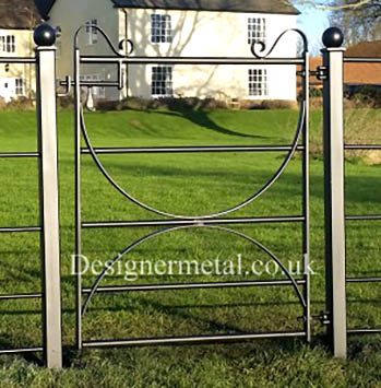 1m Hoop braced Metal Gate with Posts perfect for pedestrians