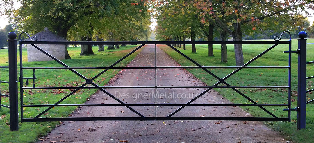 Metal gate cross braced 12ft 3.68 metre wide