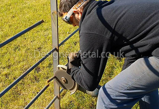 Cutting the horizontal rail for an estate fencing intallation