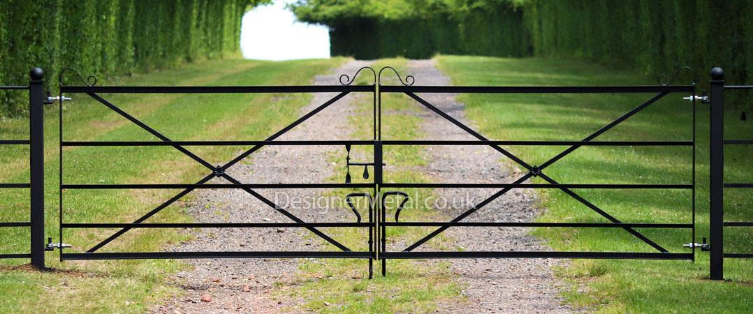 Double metal gate cross braced 13ft 3.92 metre wide